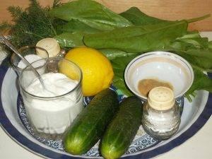 Салат из свежих огурцов и щавеля - 0