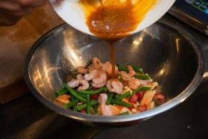 Салат с папайей и креветками - 1