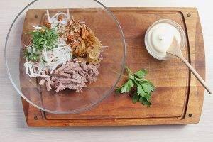 Салат с говядиной и дайконом - 1