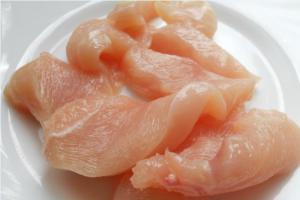 Изысканное куриное филе в малиново-вишневом соусе - 0