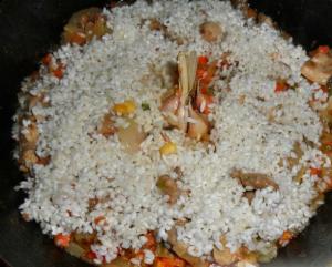Паэлья с курицей и копчеными колбасками - 1