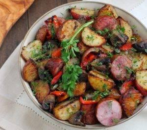 Картофель, запеченный с колбаской, грибами и перцем - 5