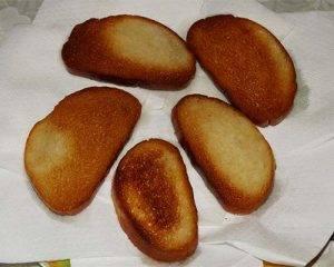 Горячие бутерброды со шпротами и соленым огурчиком - 0