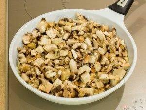 Тарты с грибами под сметанно-сырным соусом - 0