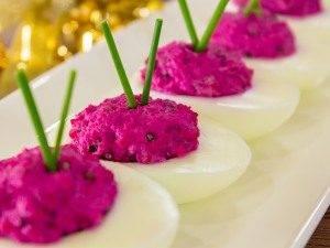 Яйца, фаршированные сельдью и свеклой - 3