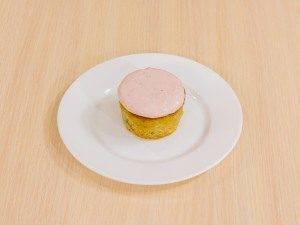 Маффины с клубникой и базиликом на клубничном йогурте - 2