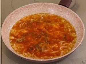 Жареная камбала под томатно-луковым соусом - 3