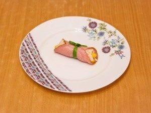 Бутерброды с рулетиками из ветчины и салатом - 7