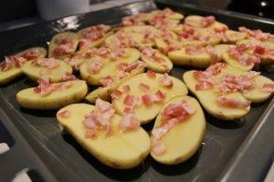 Свиная корейка с картошкой и беконом в духовке - 0
