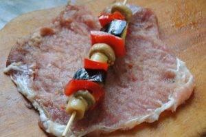 Фаршированная свинина овощами и грибами - 0
