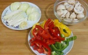 Тушеная свинина с овощами и грибами - 0