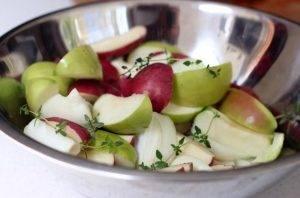 Свиная корейка на кости с картошкой и яблоками - 0