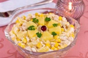 Салат с куриным филе, рисом и ананасами - 4
