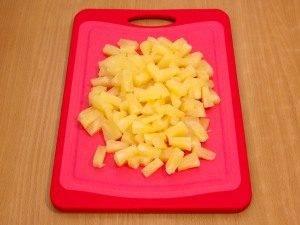 Салат с куриным филе, рисом и ананасами - 2