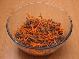 Салат с морковью и печенью - 3
