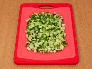 Салат с куриным филе, огурцами и орехами - 2