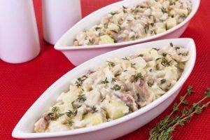 Салат с селедкой, картофелем и яблоком - 7