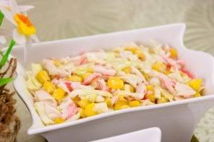 Салат с кукурузой и капустой - 4