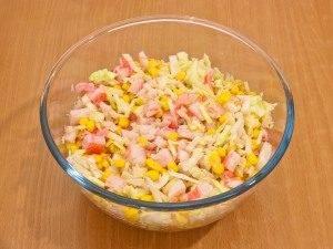 Салат с кукурузой и капустой - 3