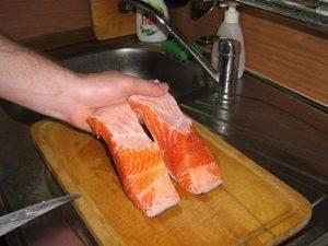 Запеченный лосось на луковой подушке - 0