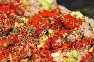 Рагу из свинины с перцем и картошкой - 1