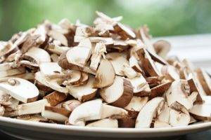 Рагу из бекона, ветчины и грибов - 1