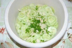 Огуречный салат с оливками - 1