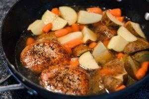 Тушеный эскалоп с картошкой и морковью - 1