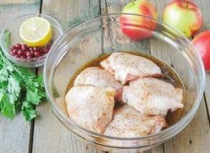 Куриные бедра, запеченные с яблоками - 1