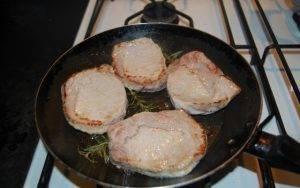 Эскалоп из свинины в сметанном соусе - 1