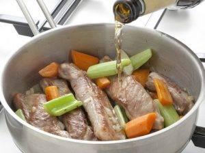 Тушеные свиные ребрышки с овощами - 1