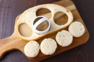 Канапе из тунца, хлеба и огурца - 2