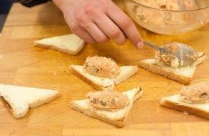 Бутерброды с копченой скумбрией и яйцами - 2