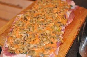 Рулет из свинины с овощами и грибами - 2