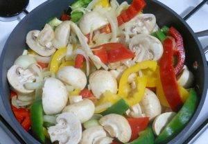 Тушеная свинина с овощами и грибами - 2