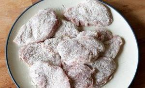 Отбивные из свиной вырезки в соусе - 2