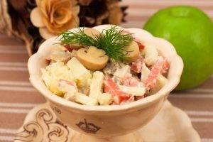 Салат с колбасой, картофелем и грибами - 6