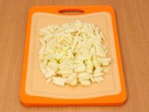 Салат с колбасой, картофелем и грибами - 4