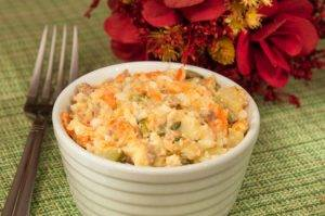 Салат с печенью трески и огурцами - 5