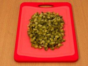 Салат с печенью трески и огурцами - 1