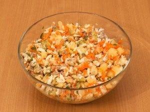 Салат с печенью трески и огурцами - 3