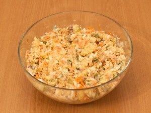 Салат с печенью трески и огурцами - 4