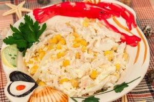 Салат с кальмарами и кукурузой - 6