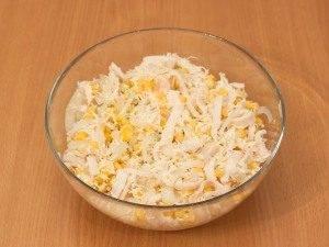 Салат с кальмарами и кукурузой - 5