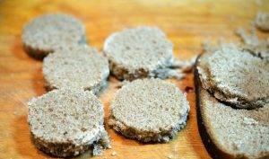 Селедочный мусс на хрустящих тостах - 0