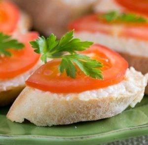 Бутерброды с сыром, помидорами и чесноком - 3
