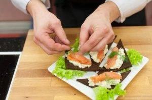 Бутерброды с красной рыбой и авокадо - 3