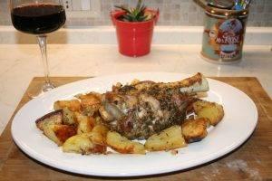 Запеченная свиная рулька с картошкой - 3