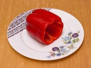 Перец, фаршированный сыром и яйцами - 1
