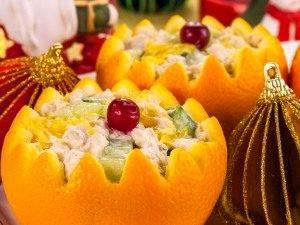 Салат с куриным филе и огурцами в апельсине - 5